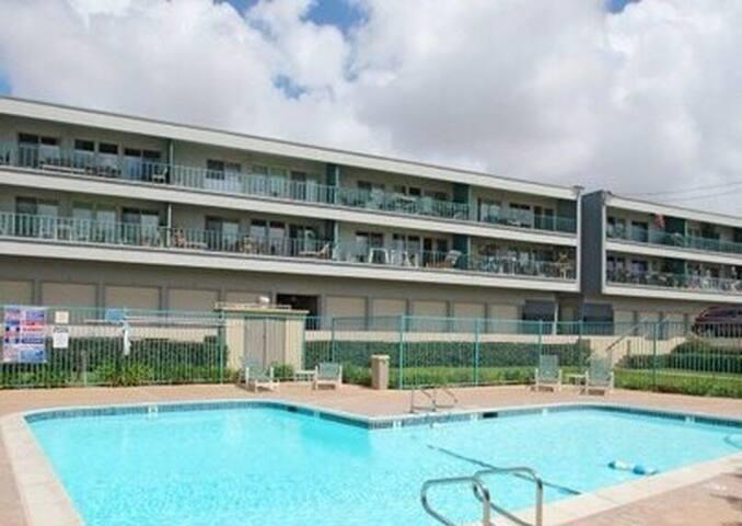 Perfect condo, quiet apartment, large&clean.