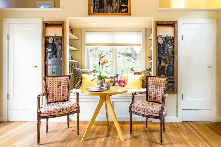 Live Beneath Live Oaks in a Bright, Intimate House