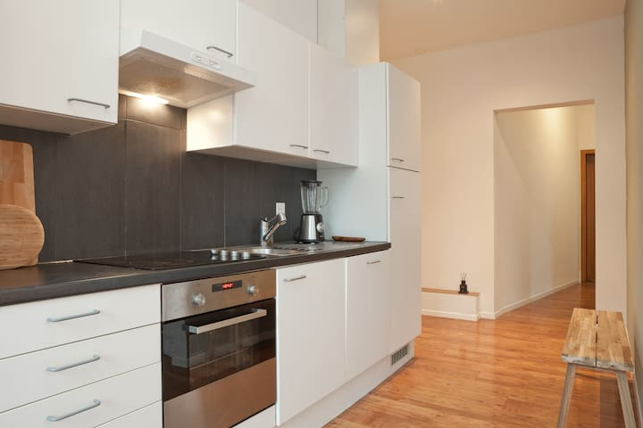 Central, Spacious 200m2-APT at Murgenthal Station - Murgenthal