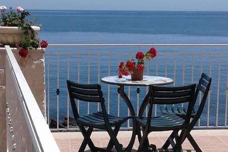 Villa mare spiaggia privata - Aci Castello