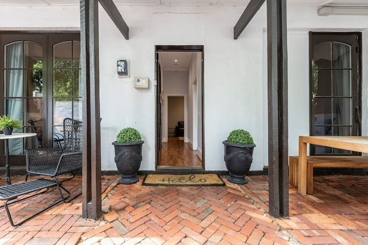 Large South Yarra home - huge garden and parking