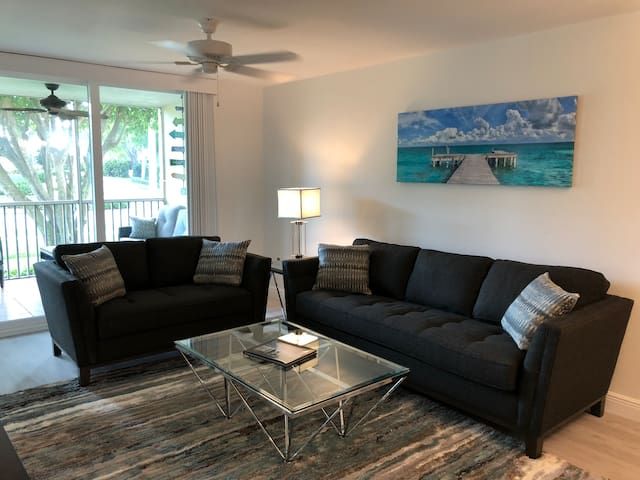 Amazing Beach Condo Steps to beach with Mercedes!