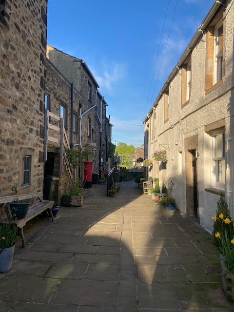 1700 Period cottage in the Heart of Old Addingham