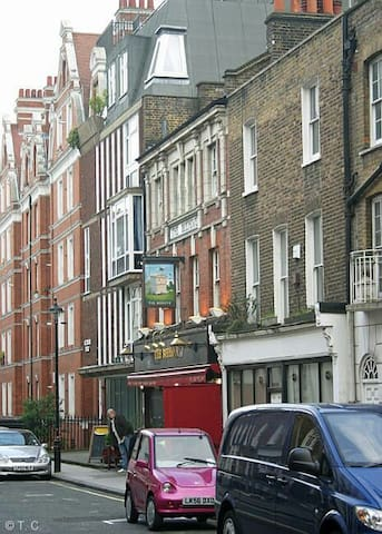 Homer Street Marylebone.13min walk from Oxford Street. 3min from underground. The house was built around 1808.