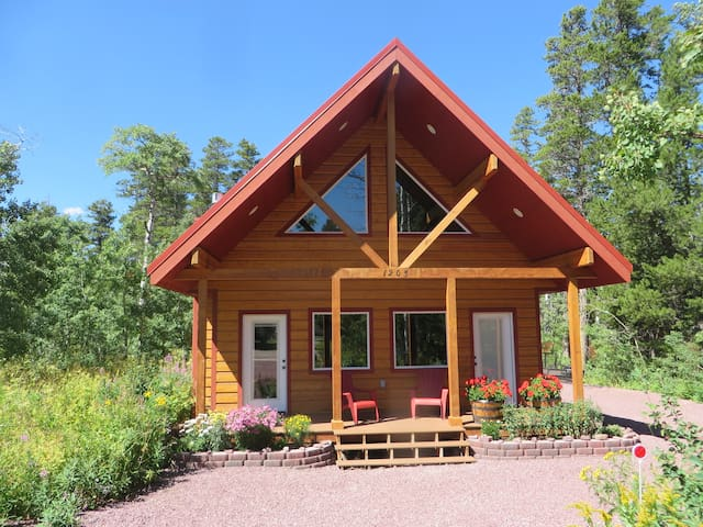 Cozy Red Roof Cabin