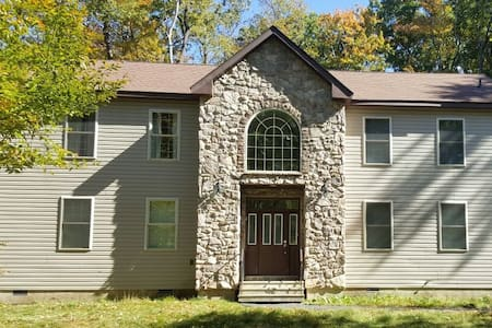 Perfect Pocono getaway home,luxury,newly renovated - Huis