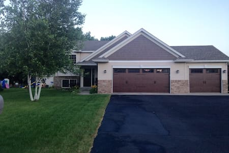 Beautiful Split Level Near St. Cloud - Casa