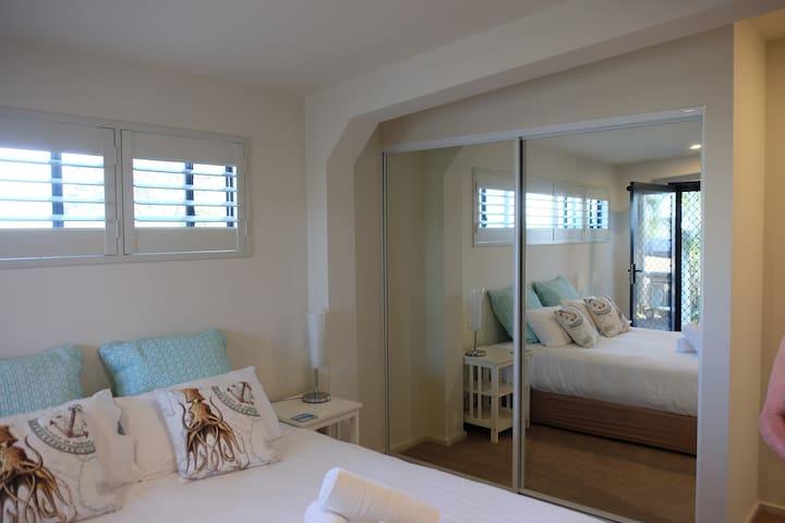 Very comfortable queen size bed. Mirrored doors.
