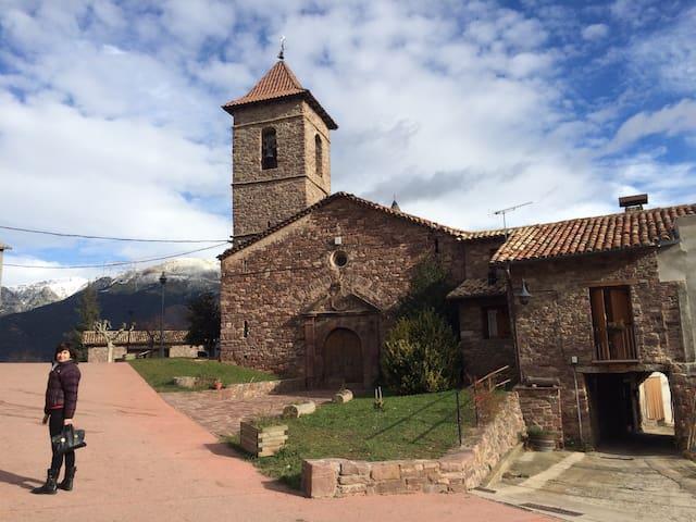Casa en pequeño pueblo de montaña