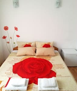 Chic room in the heart of Bucharest - Leilighet