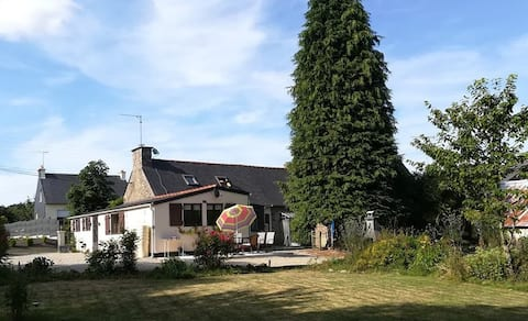 Charming house with large garden in a quiet area