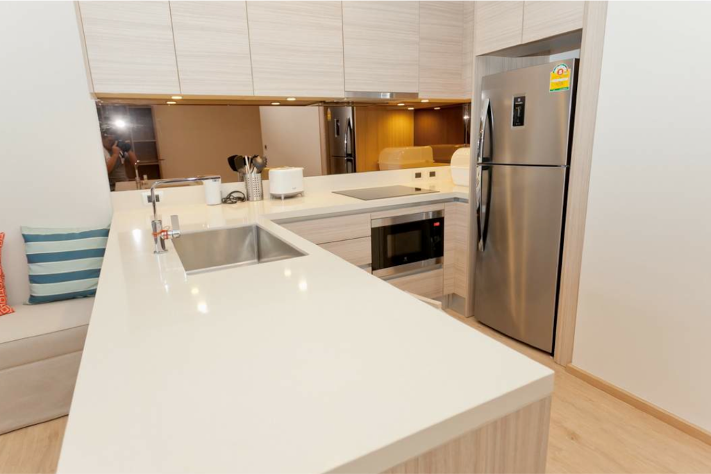 Fully equipped kitchen with utensils