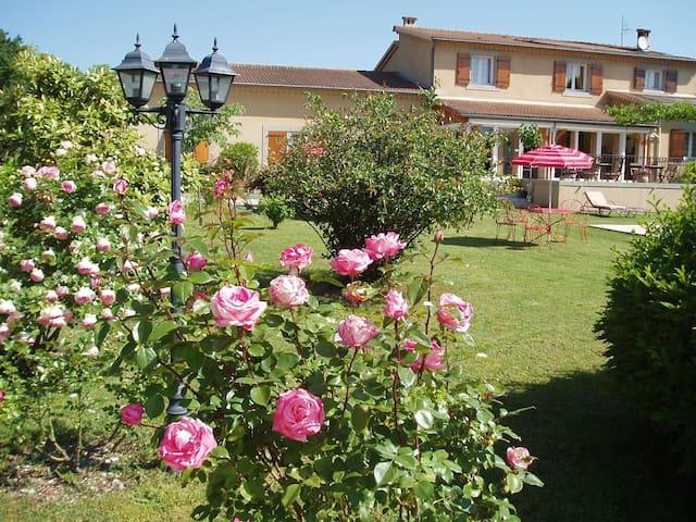 Romarin, chambre d'hôtes en Ardèche méridionale.