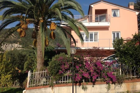 Casa in villa panoramica sulle colline di Loano