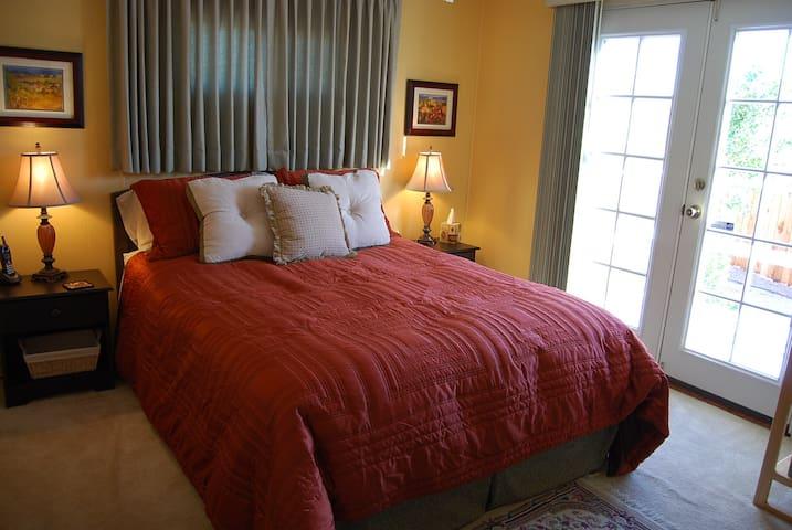 Coachella Fest private bedroom and bathroom - Thousand Palms - Casa de hóspedes