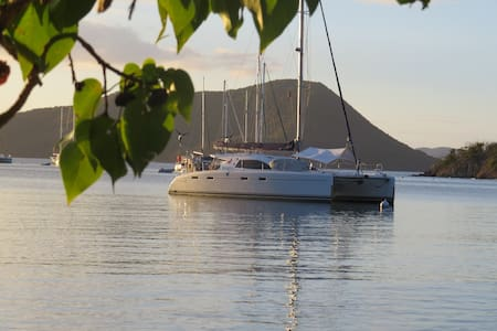 Private catamaran cruise BVI and USVI - Road Town - Hajó