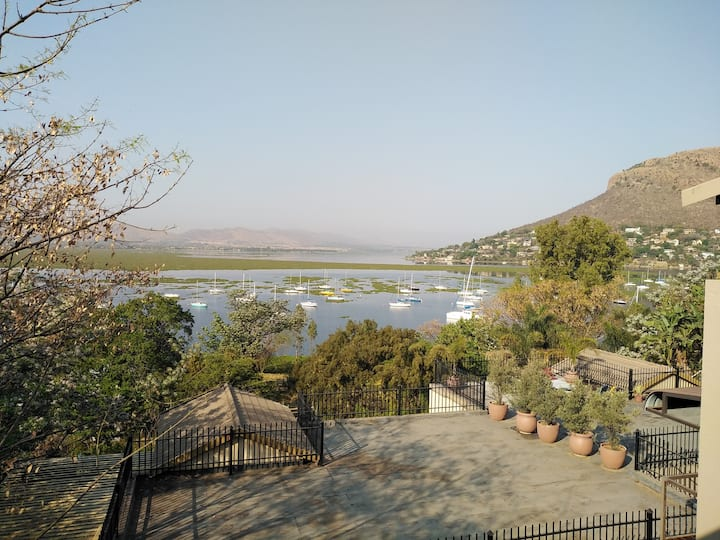 A panoramic haven of the dam and mountain view