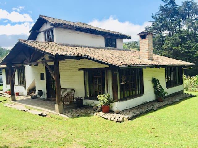 Hacienda / Casa de campo Nono, Quito