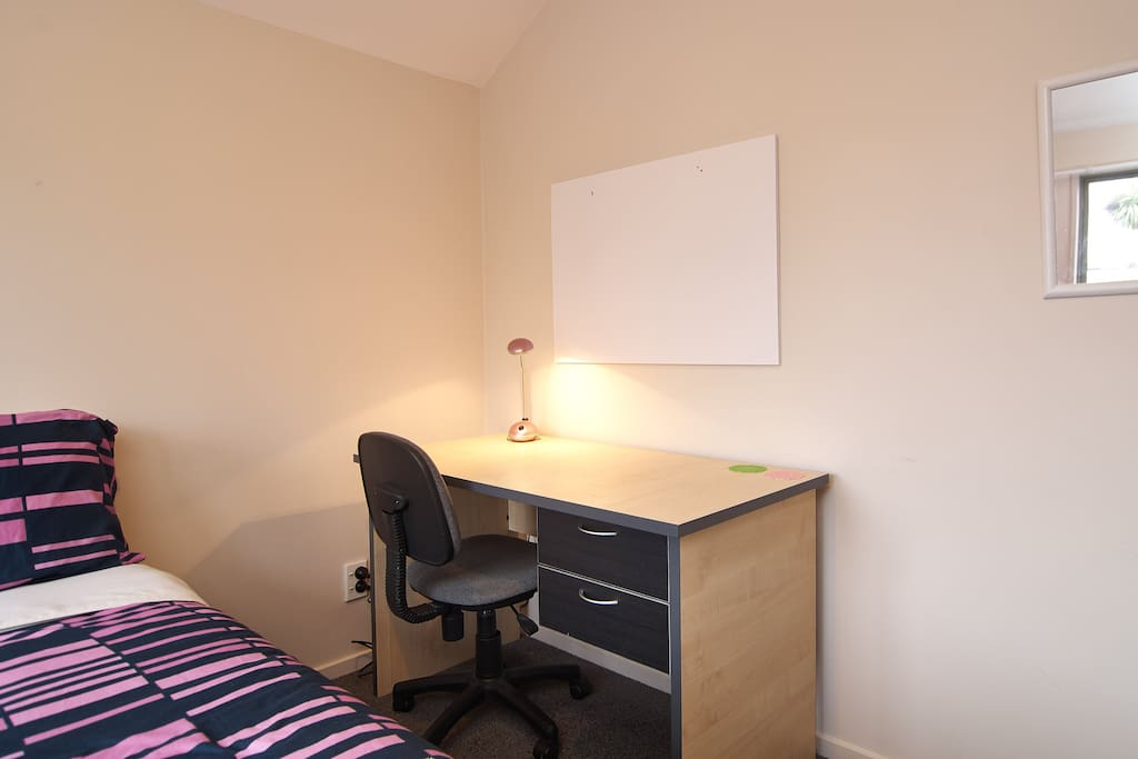 Double room.  Size: 3m x 3m. Bedding and towels provided.