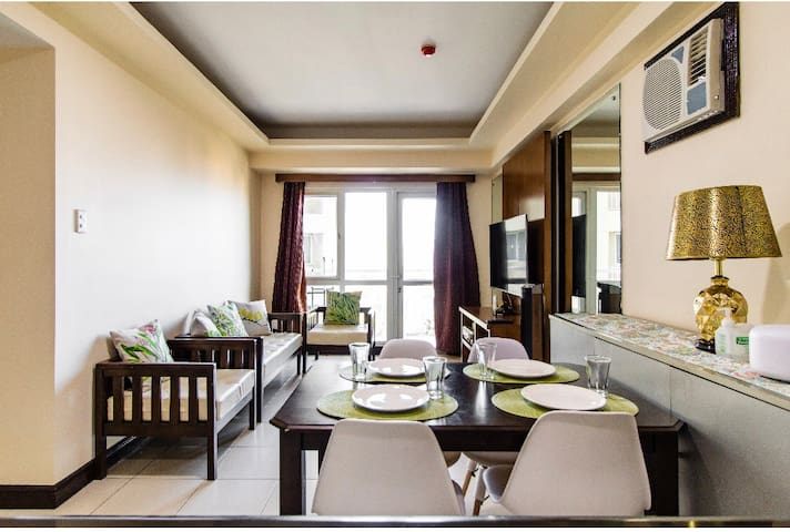 """Air-conditioned living room & dining with 50"""" Brand New Smart Ultra HD TV. FREE premium NETFLIX. Youtube and other apps. Fast internet / Fibr WiFi 30mbps"""