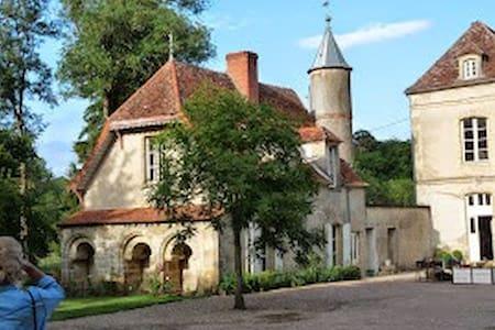 Séjour dans une demeure de charme - Saint-Malo-en-Donziois - Gæstehus