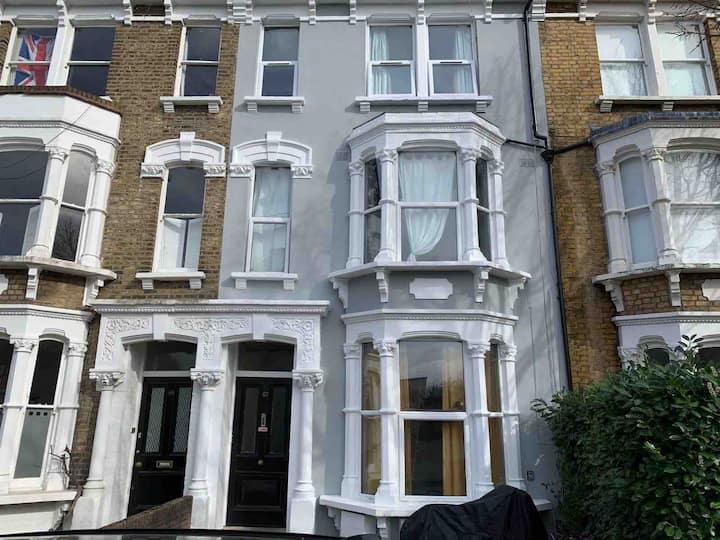Bright Cosy Apartment in Newington Green