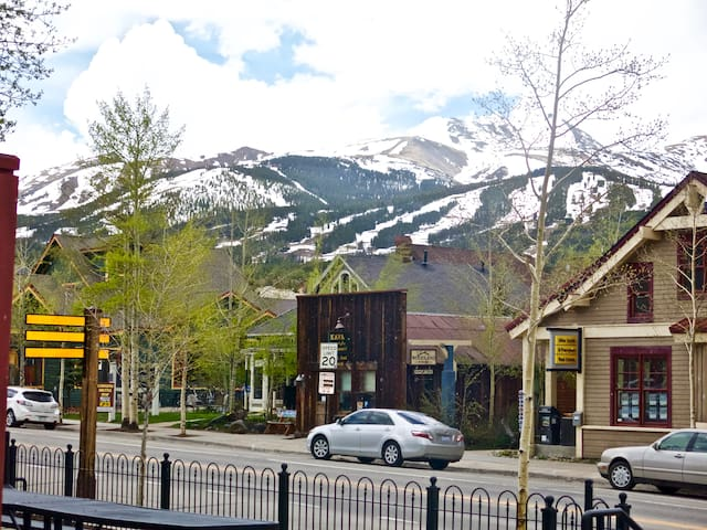 1 Bedroom Across from Gondola/on Main Street