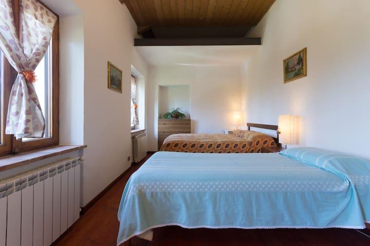 Stanza tripla con bagno e cucina - Montafia - House