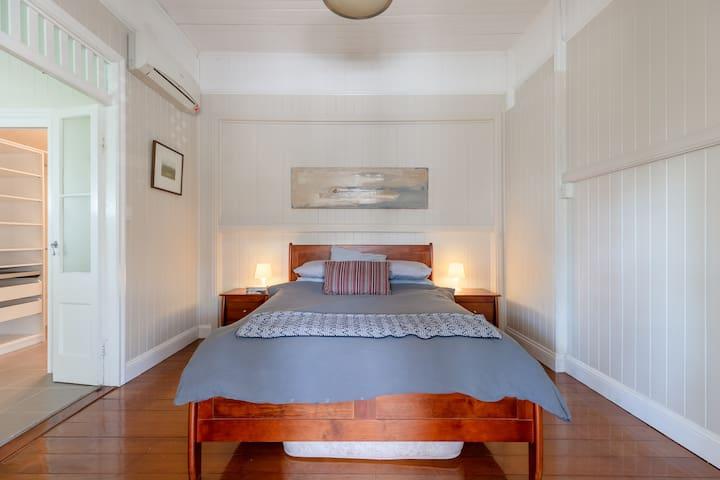 Quaint & Cosy 1 Bedroom Apartment in Queenslander.