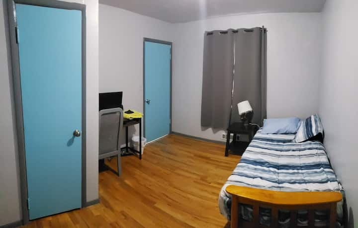 Cozy Room! No added fees!!