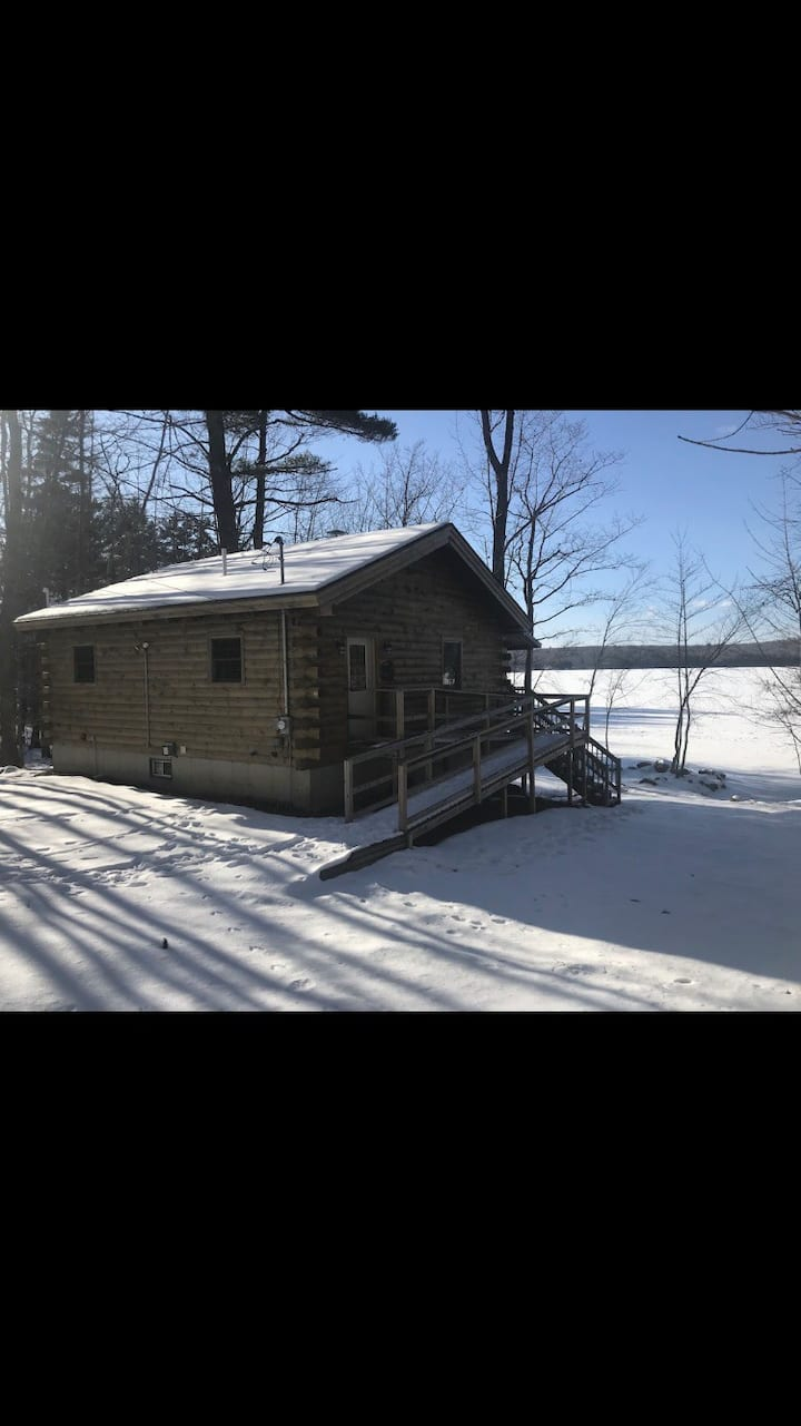 NEW Lovely Waterfront Log Cabin
