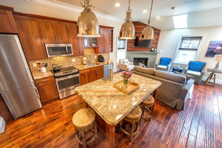 4 Decks, Views, Fireplace, Kitchen w/Kegerator