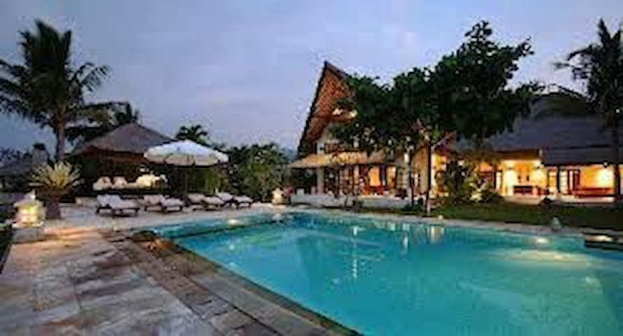 LUXURY 4BR VILLA IN FRONT OF THE BEACH NORTH BALI