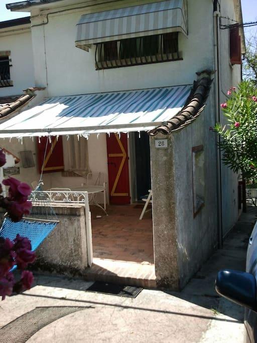 Casa con giardino e uso piscina houses for rent in for Piani di casa con guest house annessa