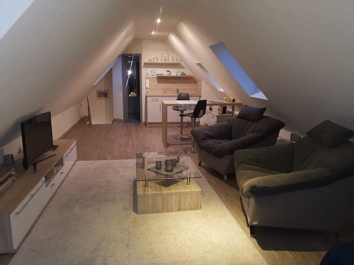 Kleines Studio unterm Dach