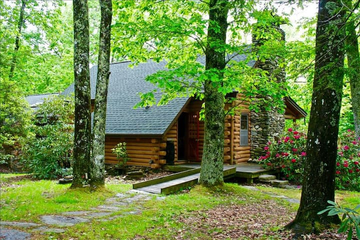 """Connestee Falls """"The Great Escape""""  5/4 Gated Golf/Lake Resort Mountain Log Home"""