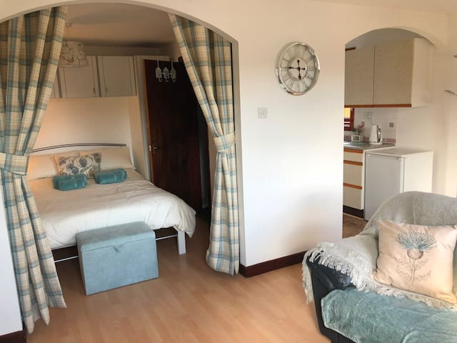 Modern studio apartment in Inverness, Culloden