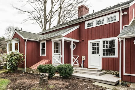 Your 1796 CT barn cottage awaits. - Bethel