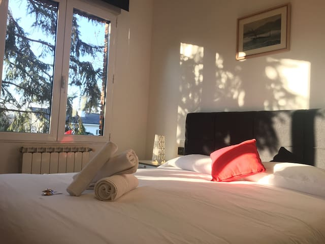 ¡Double bed room free wifi +parking! Nº3