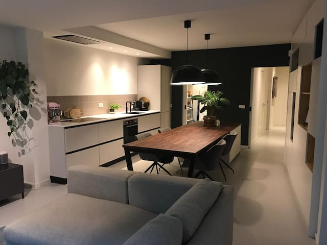 Spacious design apartment with garden near RAI!