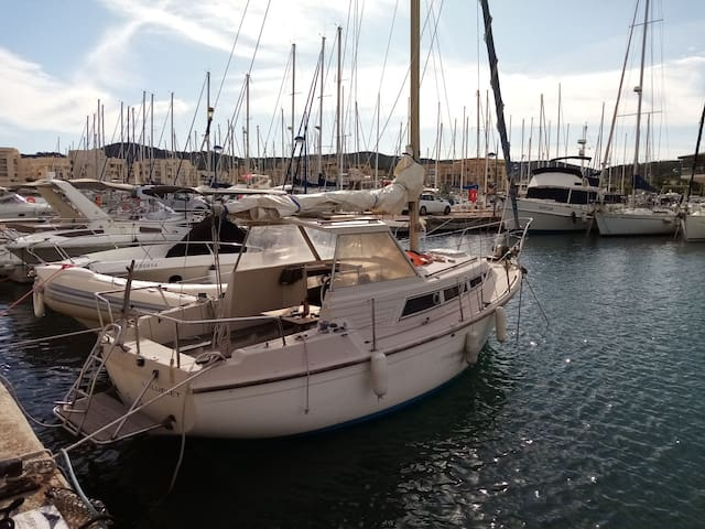 Cheap boat at 3 min by walk from monaco