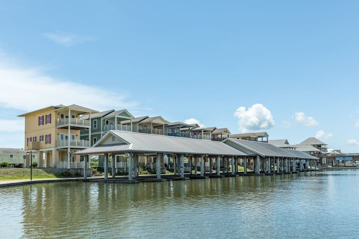 Bayfront home w/ views, a dock & balconies - ideal for fishing!