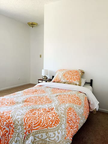 Spacious Comfy Guest Room Near IVC