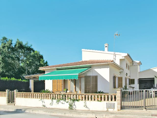 Holiday home with garden in Sa Rapita