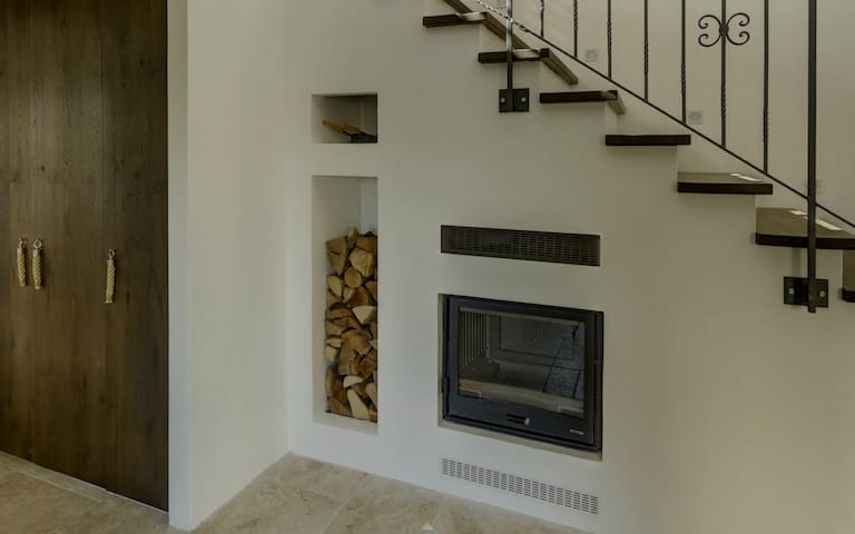Fireplace underneath the stairs (use is by law allowed in winter only)