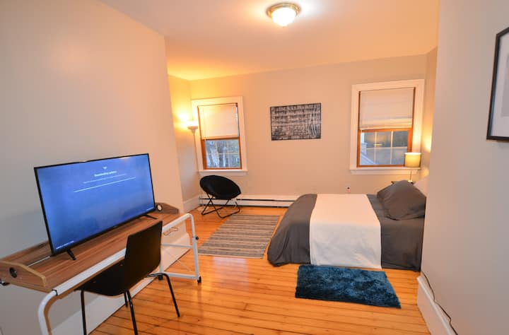 Private Bedroom College Hill | Long Term Disc.