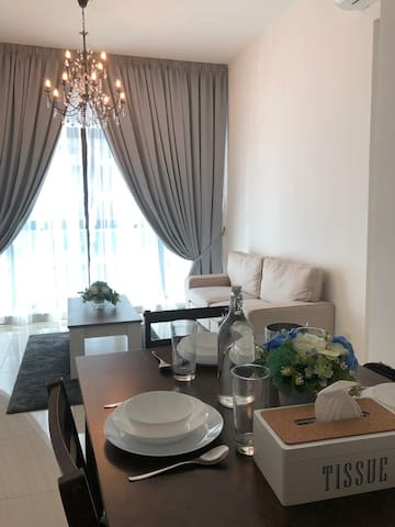 LUXURY Stay & Walking distance to IOI Mall