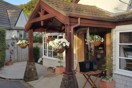 Cosy Single Room inside Flower Shop