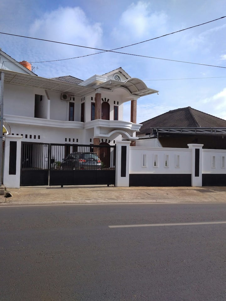 ALYN Homestay Pagar Alam, Lampung