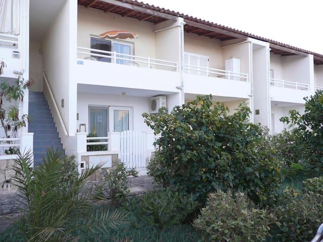 Baía da Murdeira, 2 Rooms 2 WC Sala c\sofá cama - Murdeira - Flat